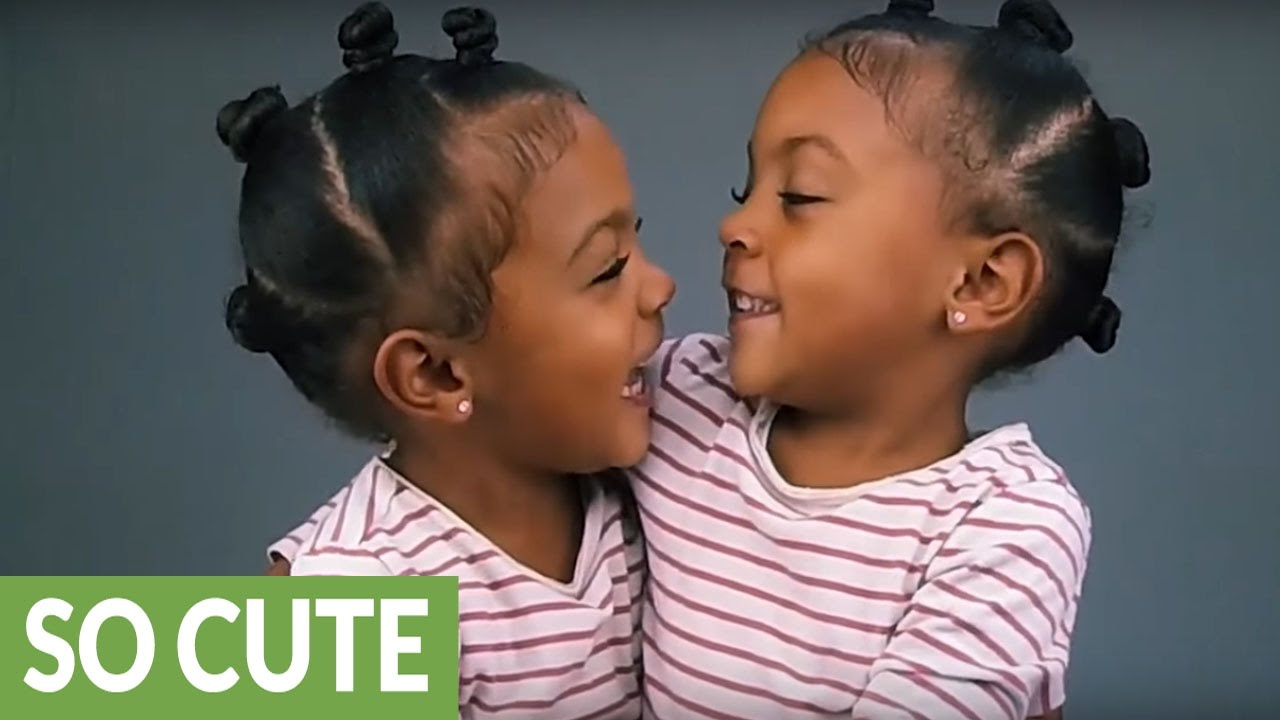 CUTE twin girls realize they look exactly the same – Telly ...